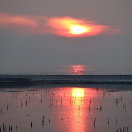 相馬市の松川浦干潟はのどかで素敵な景勝地です。隣接する原釜海水浴場は遠浅で誰もが楽しめる休養地です。そこにある「清風荘」さんは干潟と太平洋が望める素敵なお宿です。
