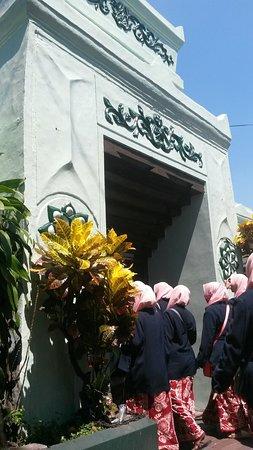 Mesjid Ampel: Suasana khoul sunan ampel di surabaya.