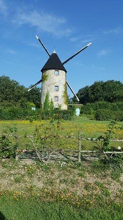 Levé de soleil a côté de chateauneuf et vieux moulin