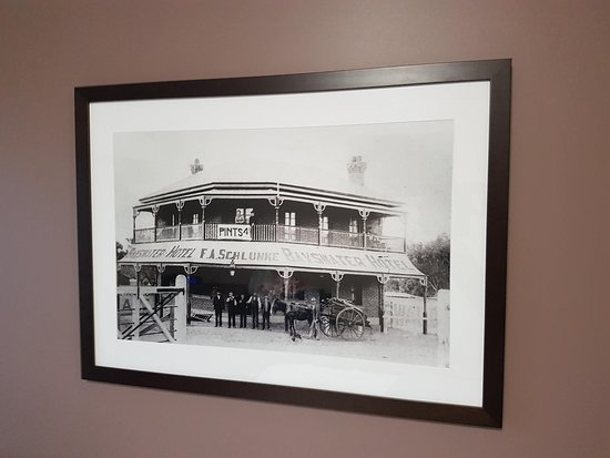 Bayswater, Australia: Photo of the hotel from the past