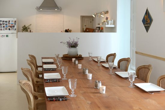Cuisine ouverte sur la salle à manger - Picture of Casa Mimi, Gergal ...