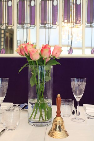 Mirrored Wall Panels And Table Setting, Mirror Wall Panels Glasgow