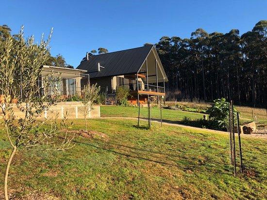 Jindivick, Australia: The house and vegetable gardens