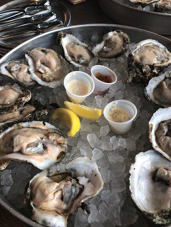 Surf N Brew Oyster Bar: Oysters