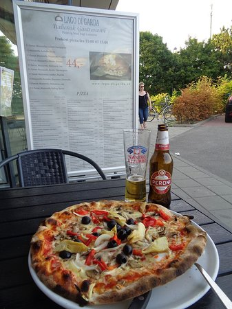Gentofte Municipality, Denmark: Veggir pizza, sitting outside (by the large car park)