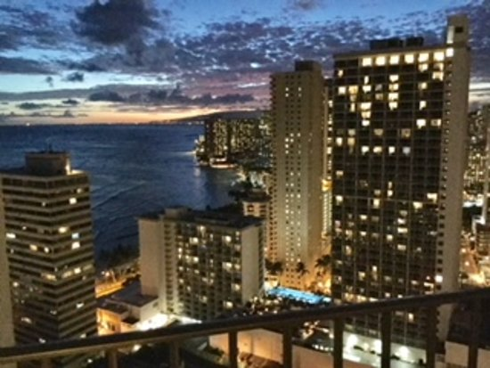 Waikiki Beach Marriott Resort & Spa Photo
