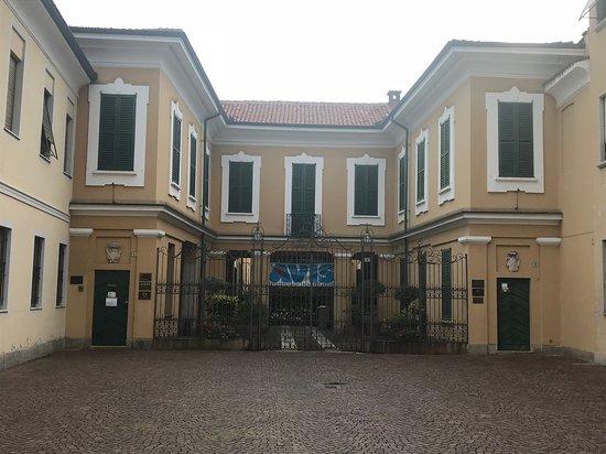 Villa Brocca, Crivelli, Redanaschi : facciata con cartello proloco