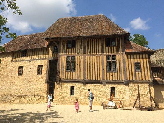 Crevecoeur-en-Auge, France: une partie du château