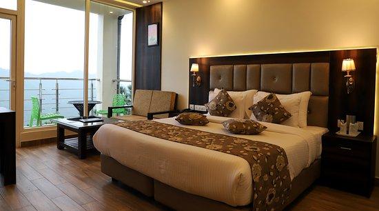 Kasauli Windsor Resorts Himachal Pradesh Specialty Hotel Reviews Photos Rate Comparison