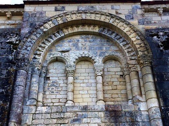 Journet, Frankreich: Un Prieuré, monument rare difficile à approcher en dehors des mois d'été