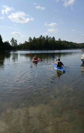 La Peche, Canada: Canoes an kayaks are available free of charge