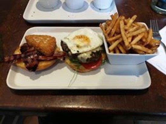 The Marmion - Bar & Kitchen: Brunch Burger