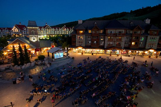 Blue Mountains, Canada: Movie Night Under the Stars