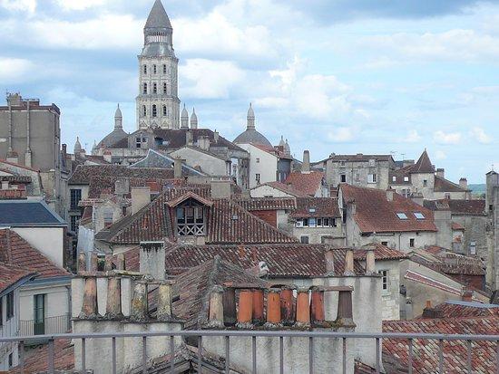 Perigueux, France: Vue sur les toits de périgueux depuis le sommet de la Tour