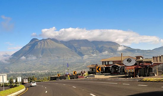 San Pablo Del Lago, Ecuador: Miralago desde la panamericana