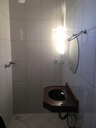 Taua: pia banheiro