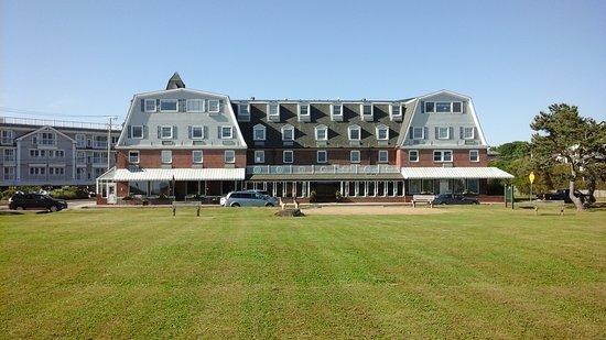 Newport Beach Hotel and Suites: Zicht vanop het strand