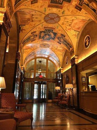 The Sherry-Netherland Hotel: Elegant lobby