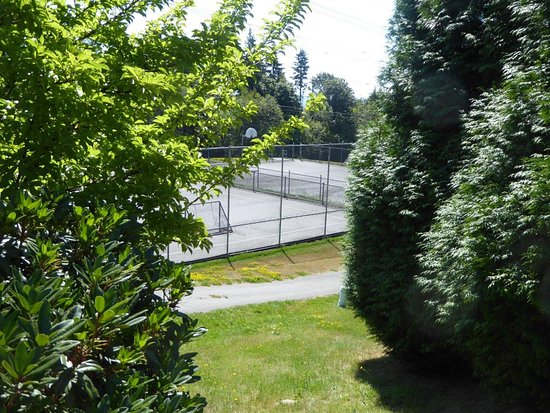 Coquitlam, Canada: multiple courts
