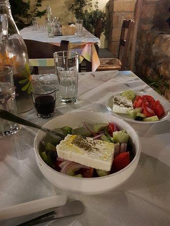Aunts Tavern: Green salad