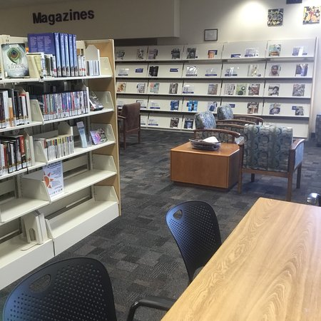 Green Valley, AZ: Inside the library