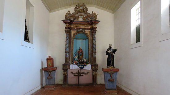 Alcantara, MA: Altar da igreja.