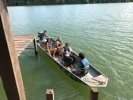 Sustainable Bolivia: Volunteers during a boat tour