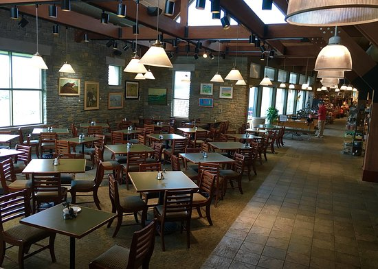 Kentucky Artisan Center at Berea: Generous space for cafe dining with a separate meeting room.