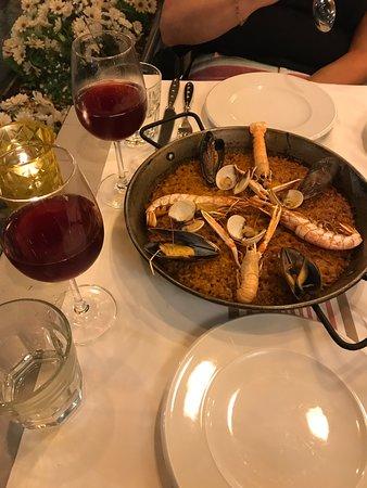La Botiga: Paella and Sangria