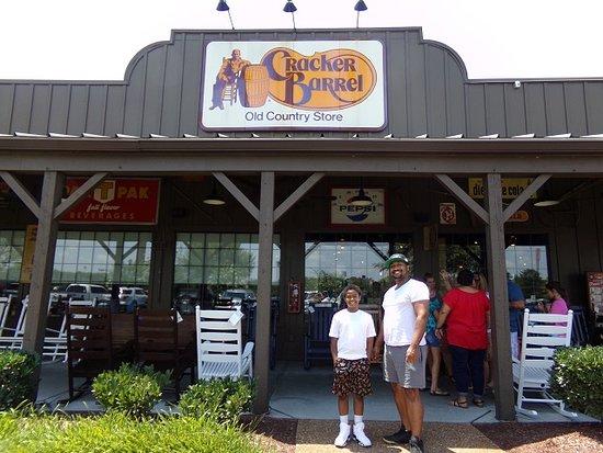 Cracker Barrel, Knoxville - 7217 Strawberry Plains Pke - Restaurant