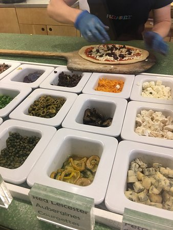 PizzaBuzz: Choose your toppings- veg and cheese.