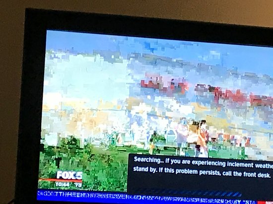 Country Inn & Suites By Radisson, Waldorf : No tv cable signal at all on a rainy day...