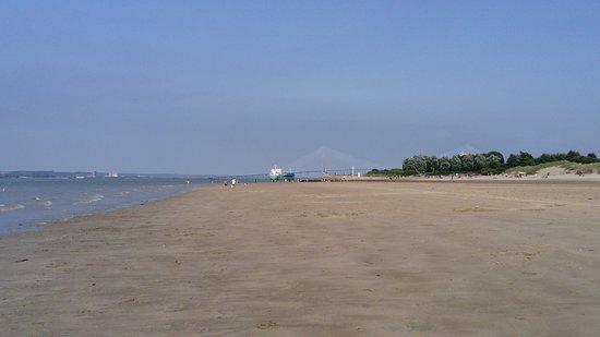 Le Pont de Normandie vu depuis la plage du butin. - Photo de Plage ...