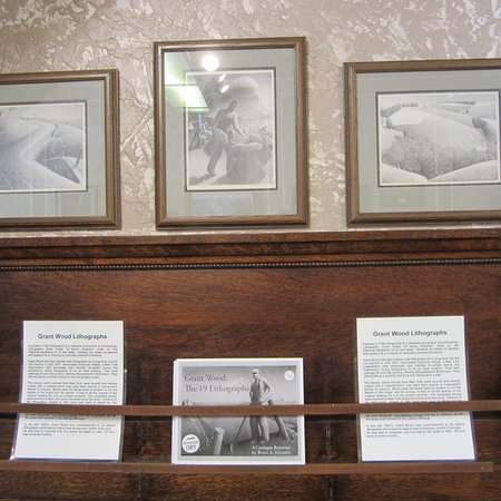 Grant Wood Tourism Center and Gallery Photo