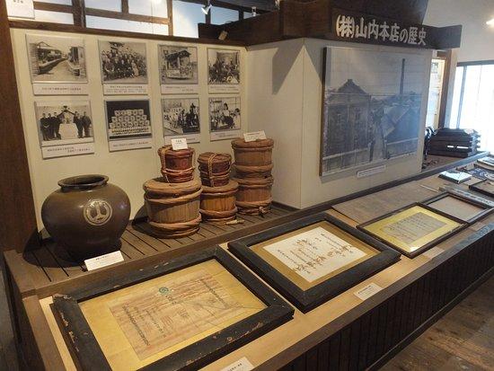 Kikuyo-machi, Japón: 山内本店の歴史を道具やパネルで紹介しているコーナーです
