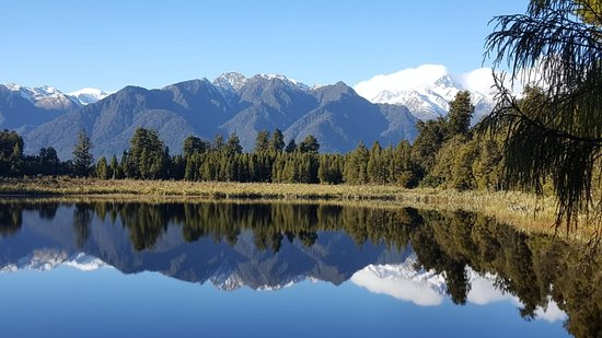 ‪Lake Matheson Walk‬