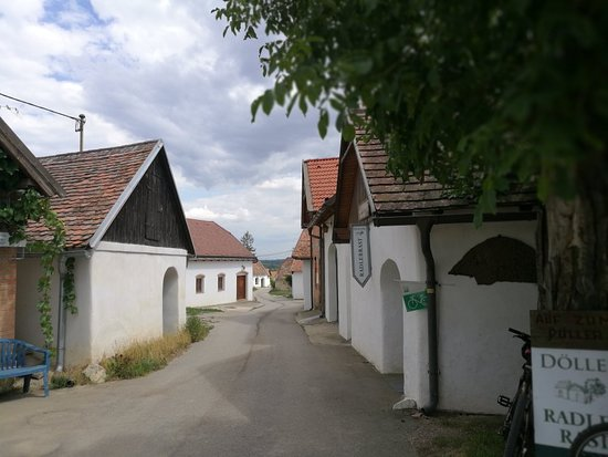 Zellerndorf, Austria: Kellergasse Malauvern