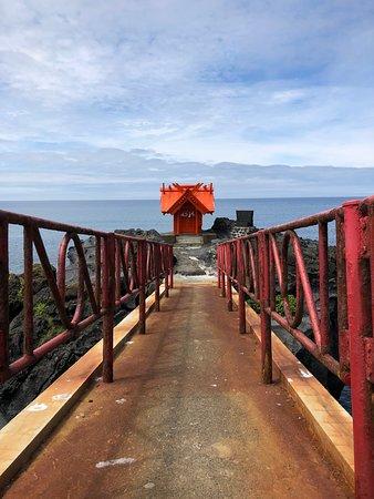 Rishiri-cho, ญี่ปุ่น: 鉄橋を渡って海に突き出た岩場へ