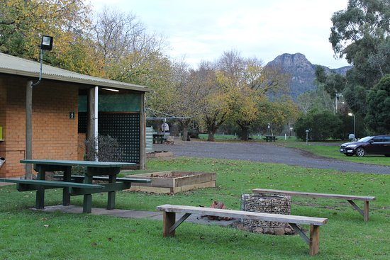 Dunkeld, Austrália: View of Mt Sturgeon from the amenities block