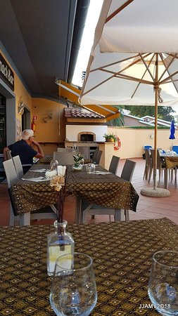 Magazzini, Italy: outside restaurant view