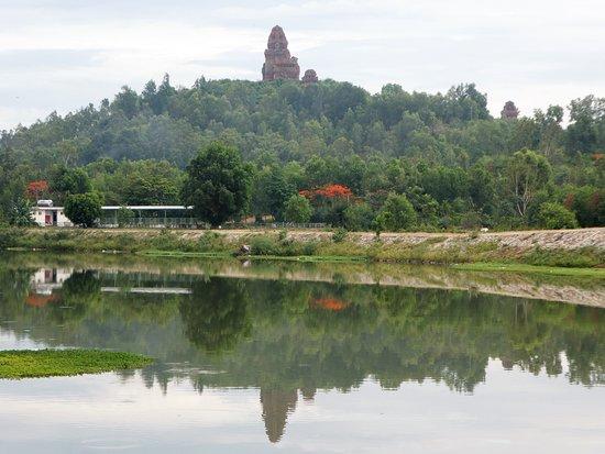 Tỉnh Bình Định, Việt Nam: Thap Banh It seen across the river