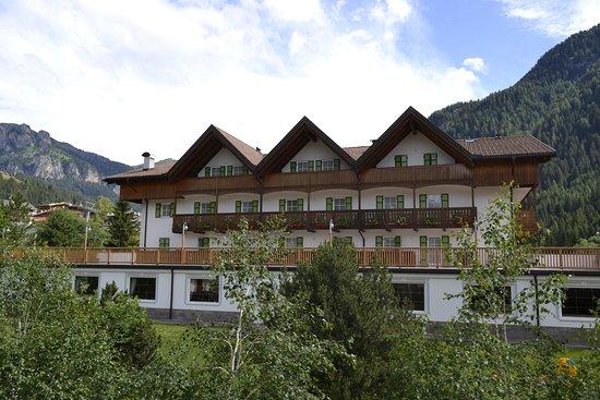 Hotel Villa Margherita: vista esterna dell'hotel con terrazza panoramica