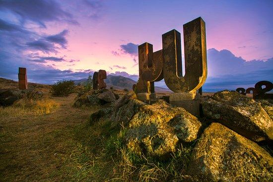 Artashavan, Armenien: Alphabet monument
