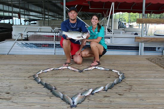 Greers Ferry, AR: Bud Lady likes to make fish art so we chose a heart as we were celebrating 2 years together.