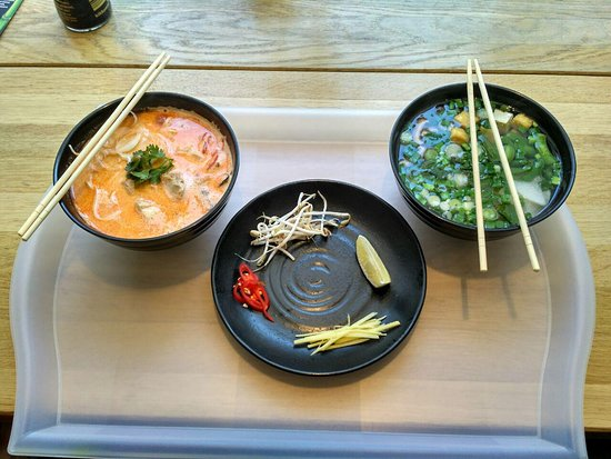 Joly Woo Cтрит-фуд кафе вьетнамской кухни: Soups
