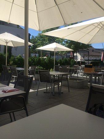 Munsingen, Zwitserland: Gartenwirtschaft