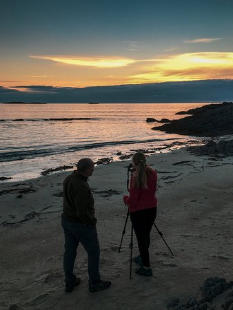 Isle of Coll, UK: Grace and Nial at sunset on Faell beach