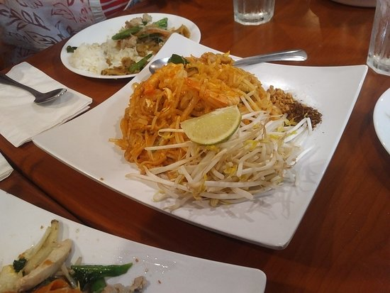 Pad Thai served at Thai Nakorn restaurant in Stanton, CA