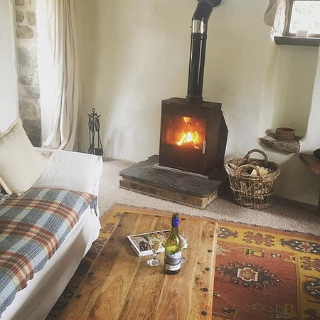 St Hilary, UK: Woodburners.. ultimate cosy luxury in the Ennys Farm Estate cottages.