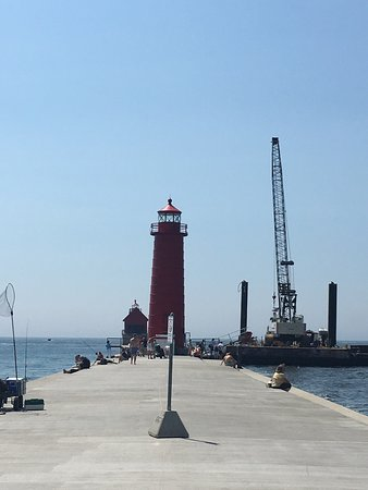 Grand Haven Lighthouse and Pier: photo2.jpg